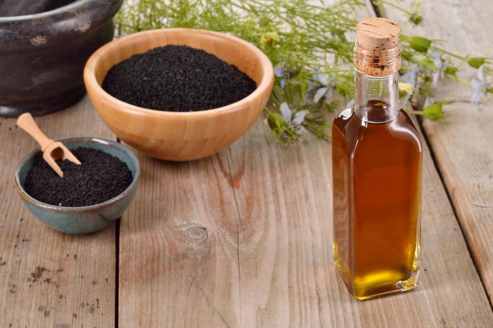 Benefícios à saúde comprovados do óleo de sementeira negra