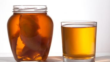 13 Benefits of Drinking Kombucha Every Day