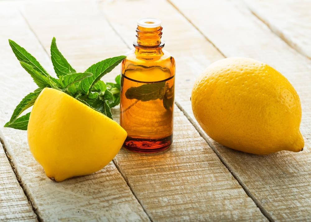 13 Benefícios para a saúde do óleo essencial de limão