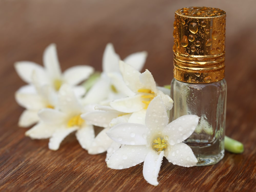 11 Impressive Benefits of Tuberose Essential Oil