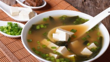 11 Amazing Health Benefits of Eating Miso Soup