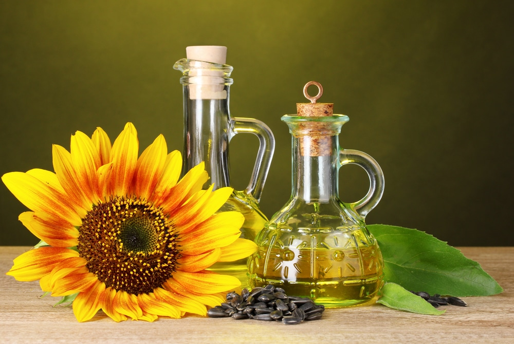 13 Amazing Benefits of Sunflower Oil