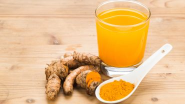 10 Impressive Benefits of Turmeric Tea