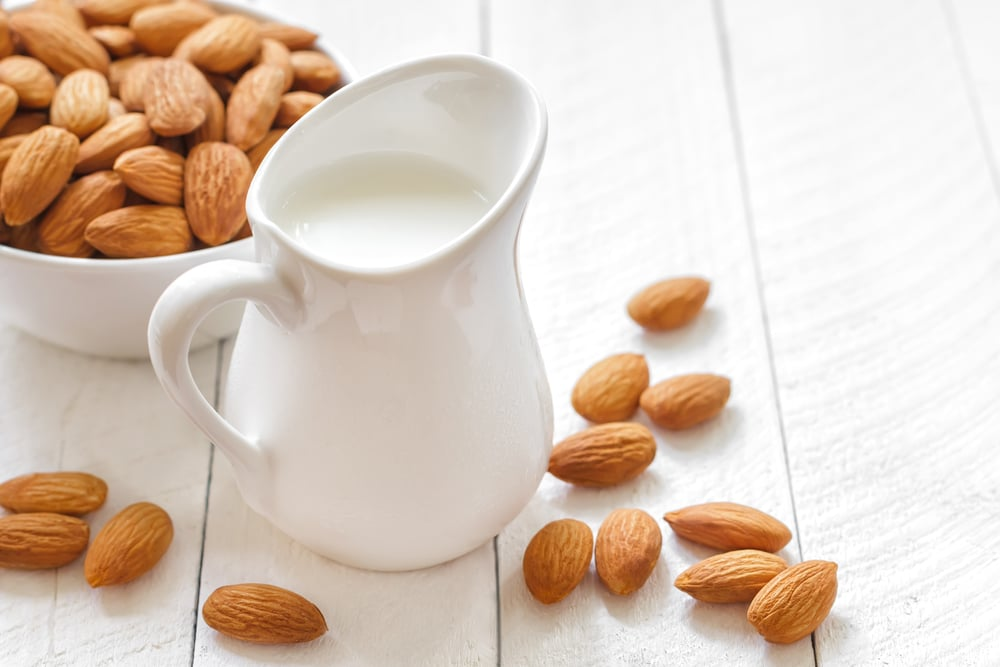 11 Incredible Health Benefits of Almond Milk