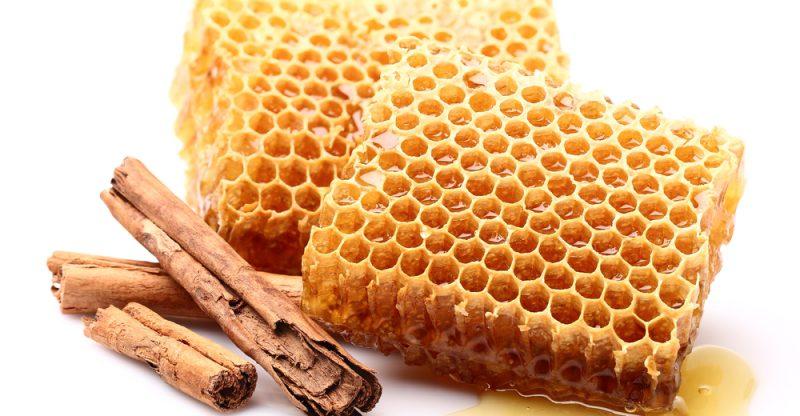 12 Impressive Benefits of Honey and Cinnamon